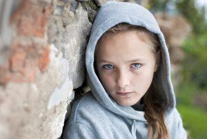 8 טיפים להתמודדות עם חרדה חברתית בעולם המתבגר שלכם.